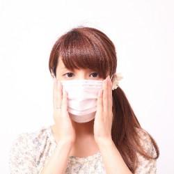 マスクは肌荒れを引き起こす原因に?マスクのメリットとデメリット