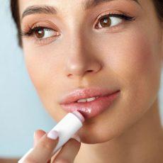 唇のひび割れを防ぐリップケア